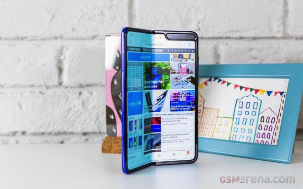 発売延期の「Galaxy Fold」の後継機種が今年後半に登場。より「大型ディスプレイ」に「S-Pen」を搭載して。