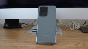 「Galaxy S20 Ultra」。カメラアップデートが配信されるまでは「カメラ」は使い物にならない
