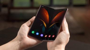 「Galaxy Z Fold 2」。英「Clove」で予約開始。本体価格約23万円。出荷は9月23日