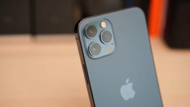 「iPhone 12」。落下衝撃に強いだけではない引っ掻き傷にも強いことが判明